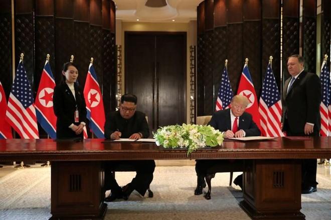 Hai nhà lãnh đạo ký tuyên bố chung