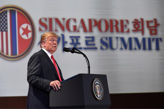 Tổng thống Mỹ phát biểu trong buổi họp báo tại khách sạn Capella