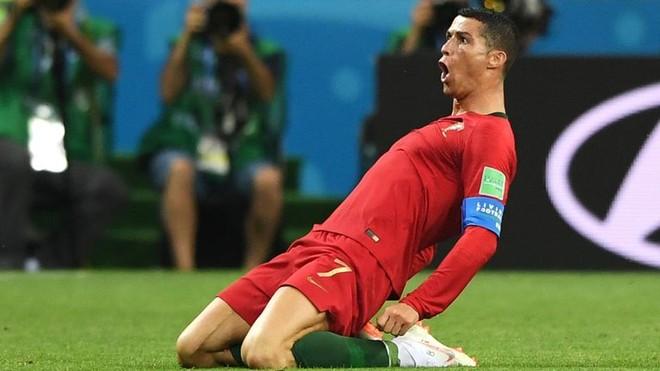 Phong cách ăn mừng bàn thắng quen thuộc của Cristiano Ronaldo