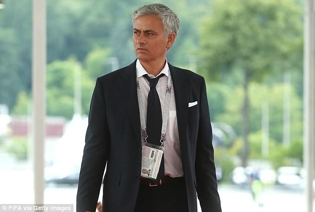 Huấn luyện viên Manchester United Jose Mourinho đã tỏ ra thông cảm với thủ môn David de Gea