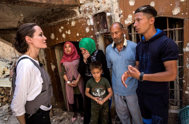 Angelina Jolie gặp Mohamed, cư dân thành phố cổ và gia đình anh ta