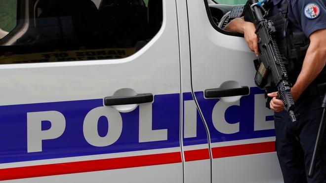 Cảnh sát Pháp tuần tra tại thủ đô Paris