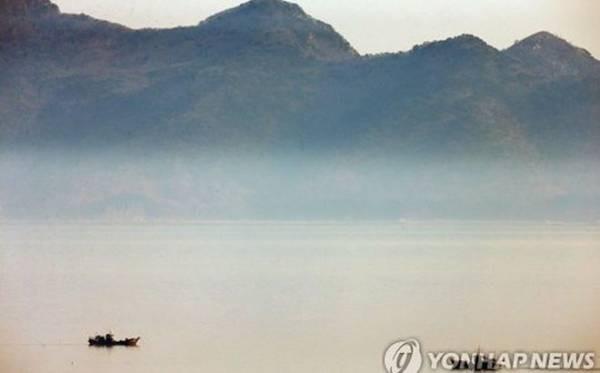 Tàu đánh cá Triều Tiên trôi dạt trên biển