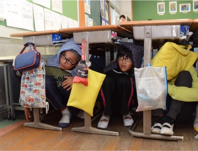 Trẻ em Nhật Bản tại thành phố Yamanashi đang tham gia diễn tập ứng phó tên lửa Triều Tiên