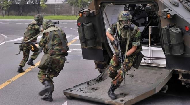 Binh sĩ Hàn Quốc trong cuộc tập trận Người gác cổng tự do Ulchi