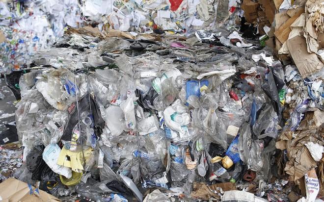 Nhựa đang tràn ngập địa cầu khi Trung Quốc ngừng nhập khẩu