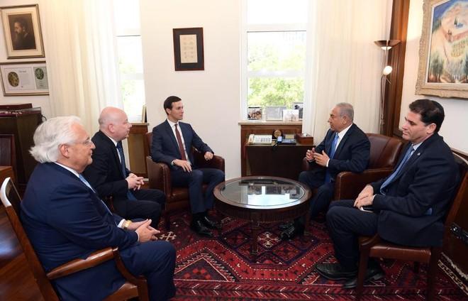 Cố vấn cao cấp của Tổng thống Mỹ Donald Trump, Jared Kushner gặp thủ tướng Israel Benjamin Netanyahu tìm kiếm hoà bình cho Trung Đông
