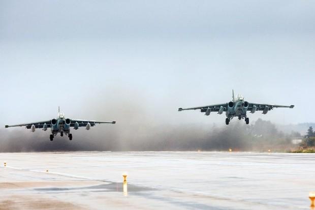 Máy bay tấn công Sukhoi Su-25 của Nga cất cánh từ căn cứ Hmeimim ở Syria