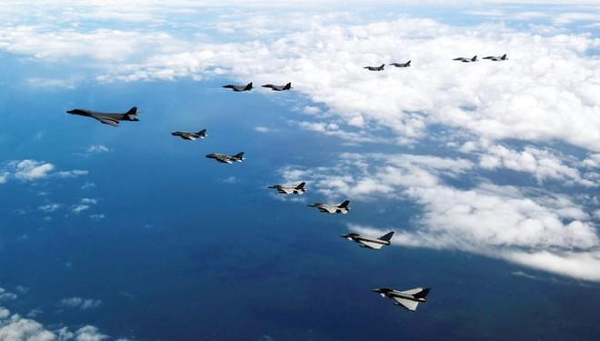 Các máy bay thuộc không quân NATO trong một chuyến bay trên Biển Baltic.
