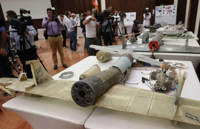 Các mảnh vụn của máy bay do thám do Iran chế tạo trưng bày tại Abu Dhabi