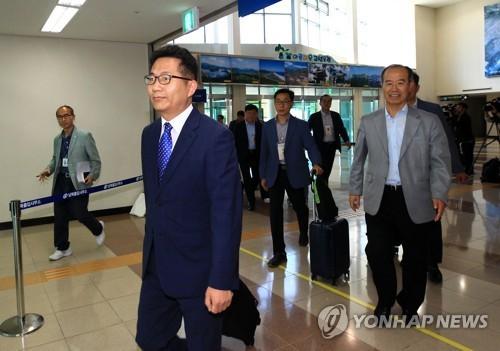 Nhóm kiểm tra của Hàn Quốc lên đường tới Triều Tiên chuẩn bị cho chương trình đoàn tụ