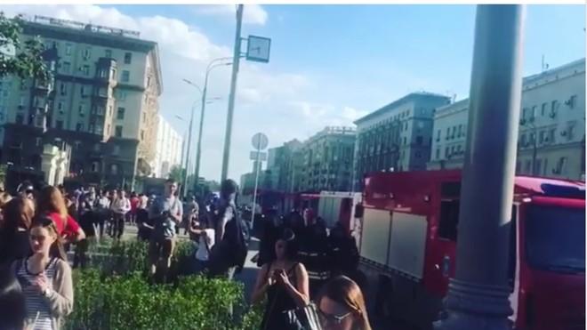 Nhiều người được sơ tán khỏi trung tâm thương mại Atrium
