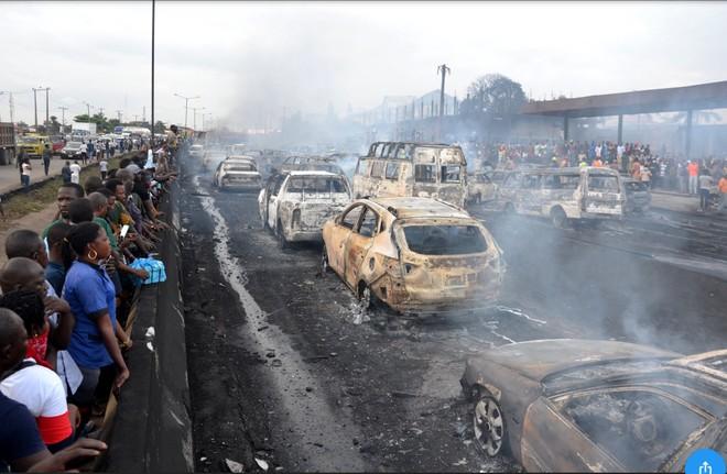 Gần 60 xe ô tô các loại bị cháy trong vụ tai nạn