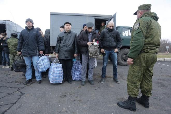 Các tù nhân trong một lần trao đổi giữa Nga và Ukraine