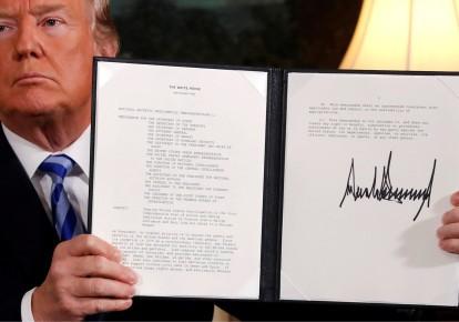 Tổng thống Mỹ ký quyết định rút khỏi thỏa thuận hạt nhân Iran