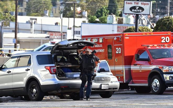Nhân viên cảnh sát tại hiện trường