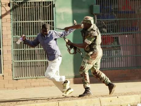 Cảnh sát trấn áp người biểu tình