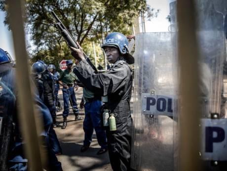 Cảnh sát xuất hiện tại mọi con đường để ngăn chặn những người biểu tình phản đối kết quả bầu cử