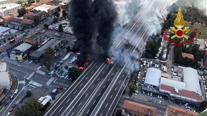 Cột khói bốc lên từ hiện trường vụ tai nạn