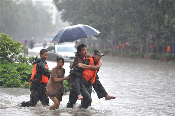 Mưa kéo dài nhiều giờ tại tỉnh Cam Túc, Trung Quốc