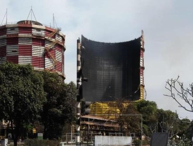 Bình chứa gas của nhà máy sau vụ nổ