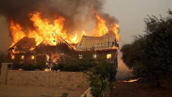 Cháy thiêu hủy nhiều ngôi nhà