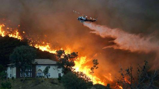 Trực thăng được huy đập dập lửa