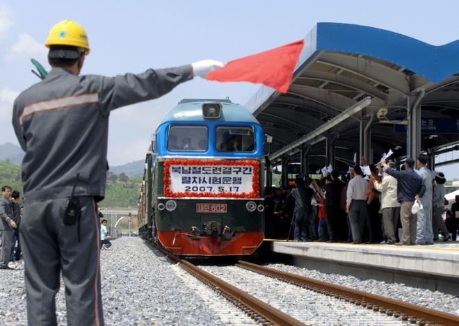 Một chuyến tàu của Triều Tiên đến ga đường sắt Jejin ở Goseong, phía đông bắc Seoul gần khu phi quân sự tháng 5-2007