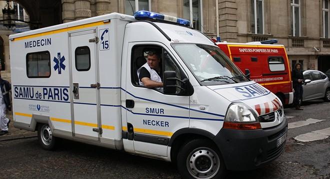 Xe cứu thương tại hiện trường vụ đâm dao