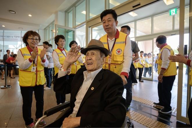 chữ thập đỏ Hàn Quốc chăm sóc nhóm người cao tuổi trong sự kiện