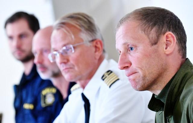 Đại diện quân đội và an ninh Thụy Điển trong buổi họp báo