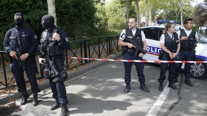 Các lực lượng cảnh sát Pháp tại hiện trường vụ tấn công