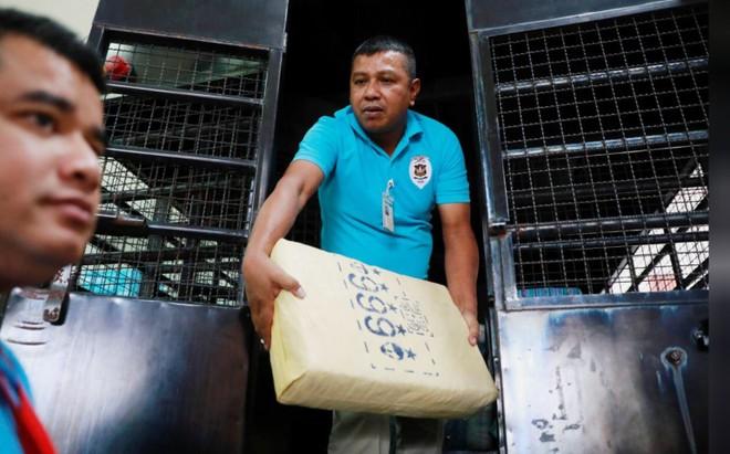 Cảnh sát Thái Lan chuyển số ma tuý đá về trụ sở