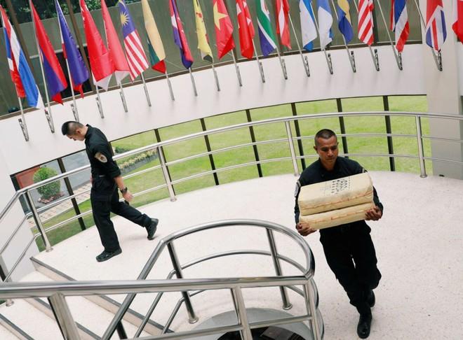 Cảnh sát trưng bày số ma tuý đá thu giữ