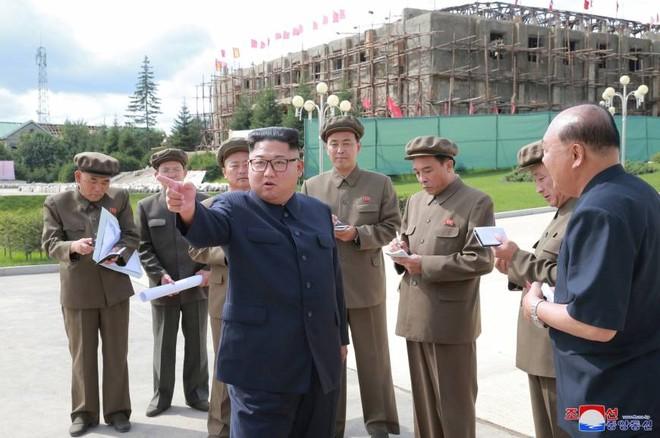 Lãnh đạo Triều Tiên Kim Jong-un thăm công trường xây dựng ở huyện Samjiyon ngày 18-8-2018