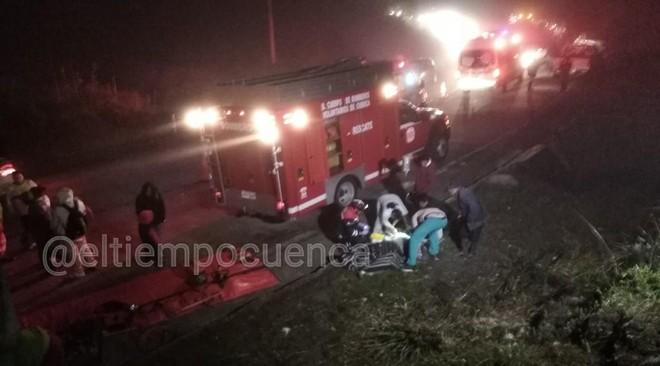 Lực lượng cứu hộ triển khai ngay sau tai nạn