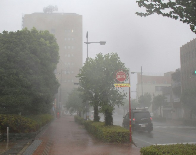 Mưa lớn và gió mạnh tại thành phố Tokushima