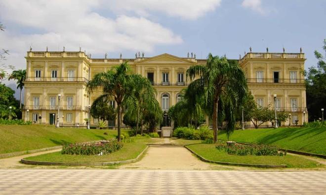 Viện bảo tàng là công trình tráng lệ và thu hút đông đảo khách du lịch