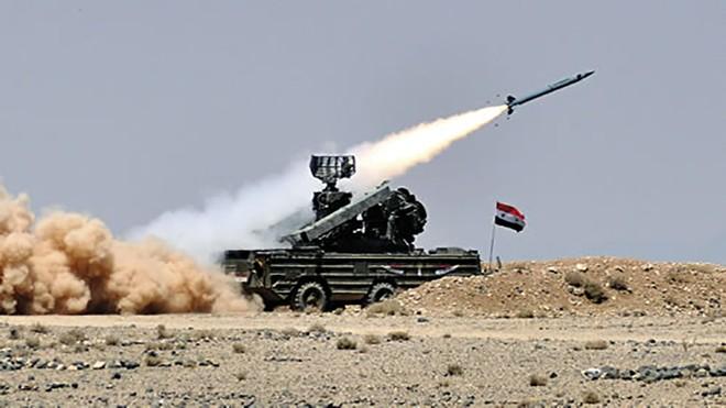 Lực lượng phòng không Syria đáp trả các đợt không kích của Israel nhằm vào Hama