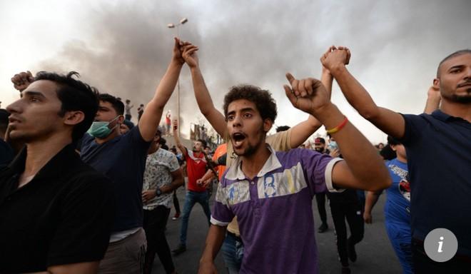 Người biểu tình hô vang khẩu hiệu ở Basra