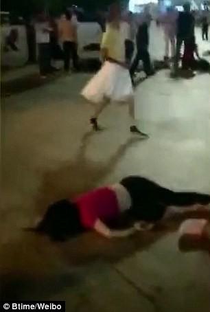 Người nằm la liệt sau khi bị xe đâm