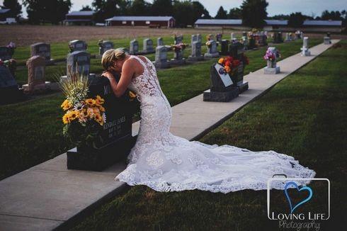 Cô dâu làm đám cưới ở nghĩa trang với hôn phu quá cố