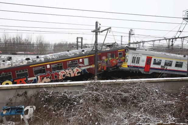 Hình ảnh vụ tai nạn giữa hai đoàn tàu xảy ra ngày 15/2/2010 ở Bỉ