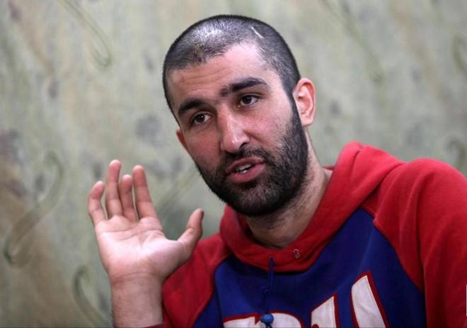 Abdul Ahad Rustam Nazarov, 28 tuổi, một người đàn ông Tajikistan gia nhập IS, nói chuyện trong cuộc phỏng vấn với Reuters, tại thị trấn Rmeilan, tỉnh Hasaka, Syria ngày 2/4.