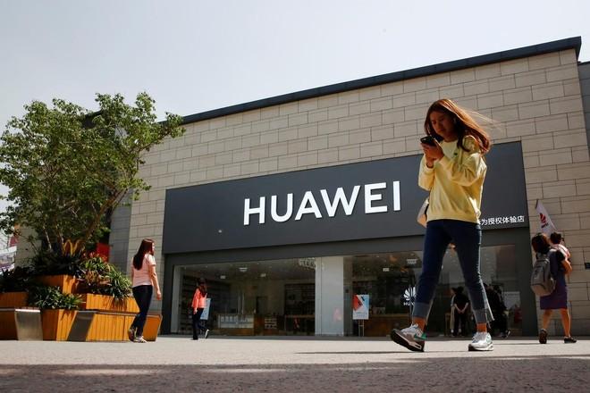 Mỹ bất ngờ nới lỏng hạn chế với tập đoàn Huawei