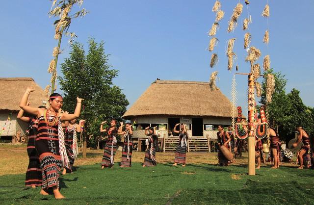 Các lễ hội được tái hiện tại Làng Văn hóa - Du lịch các dân tộc Việt Nam góp phần quảng bá những nét đẹp truyền thống Việt Nam tới đông đảo du khách