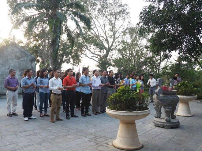 Đoàn khảo sát dâng hương tại Khu lưu niệm Nguyễn Du (Nghi Xuân, Hà Tĩnh)