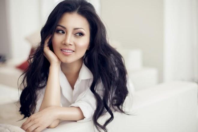"""Ca sĩ tỉ phú Hà Phương phát hành tiểu thuyết """"Finding Julia"""" tại Mỹ ảnh 1"""