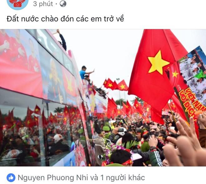 Một tài khoản Facebook nhanh chóng đăng hình ảnh của chiếc xe bus 2 tầng chở các cầu thủ U23