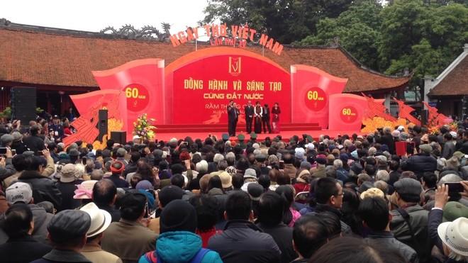 Ngày thơ Việt Nam năm 2017 đã thu hút đông đảo người yêu thơ tại Thủ đô và cả nước